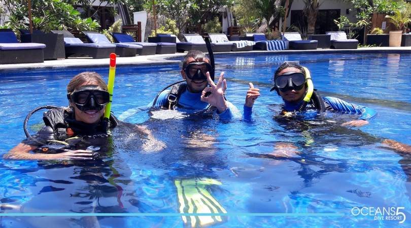 Scuba divers in the swimming pool